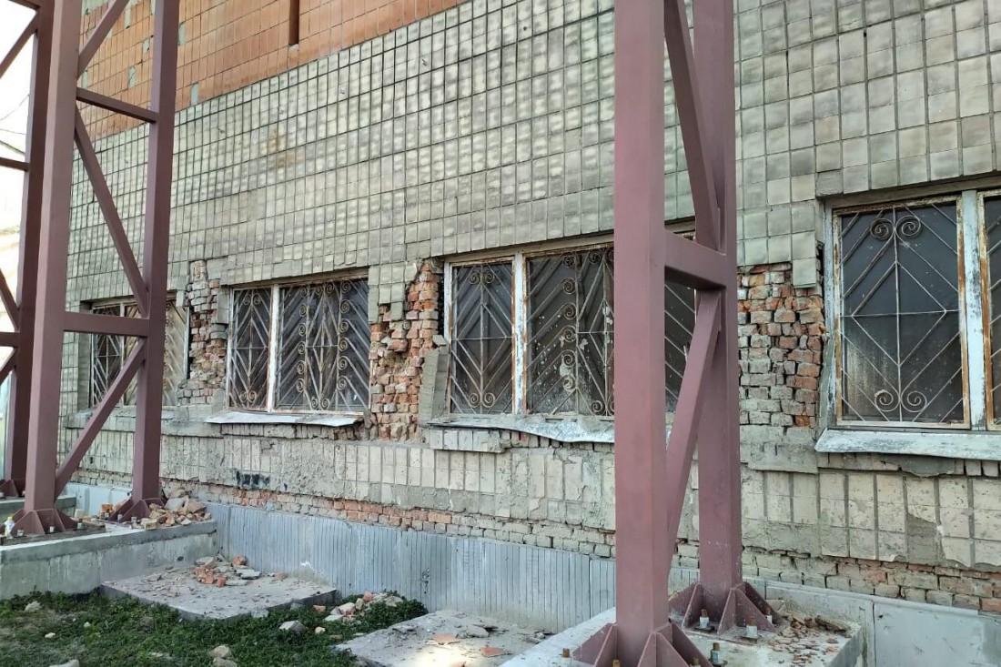 На стадионе Авангард рухнула трибуна