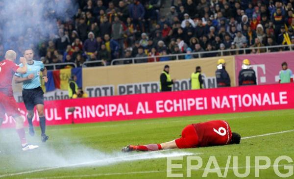 Футболист сборной Польши Левандовский пострадал отпетарды вматче скомандой Румынии