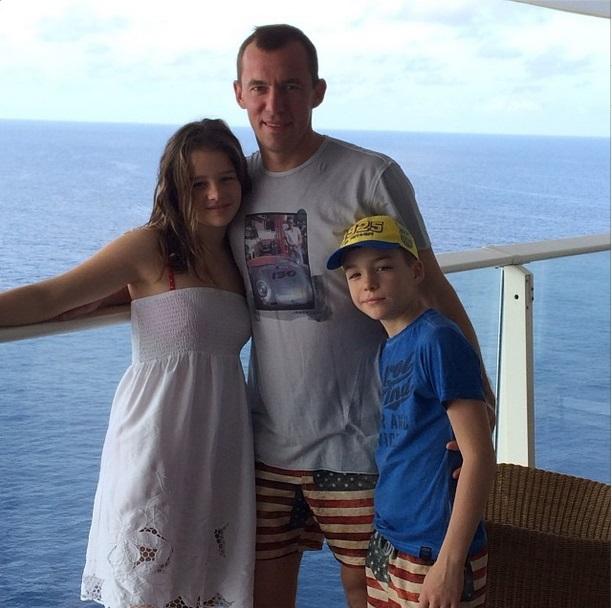 Александр Горяинов отправился с семьей в круиз