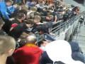Закройте рты! Милиционеры в Запорожье попытались отобрать баннер с текстом