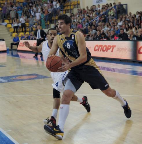 Азовмаш выиграл шестой матч серии с Будивельником