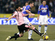 Антонио Кассано сражается за мяч