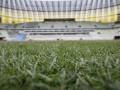 На стадионе к Евро-2012 в Гданьске укладывают газон