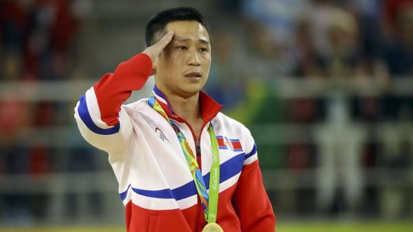 Ли Сегван с приветом Ким Чен Ыну