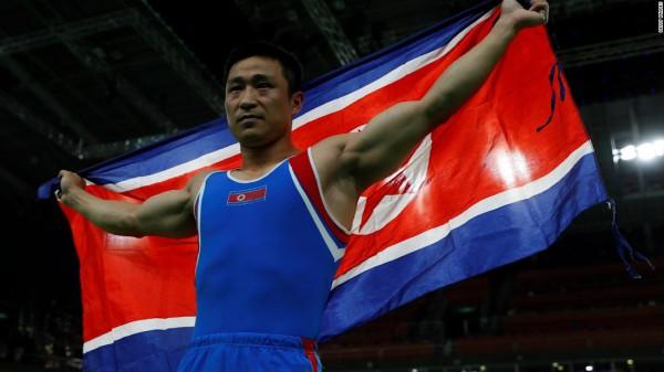 На этом фото северокорейский спортсмен особенно переполнен радостью