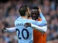 Менди нежно поцеловал и обнял Силву после триумфа в Кубке Лиги