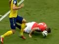 Защитник МЮ исполнил подкат головой в матче с Арсеналом