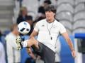 Тренер сборной Германии перед матчем с Италией тренировал удары с углового