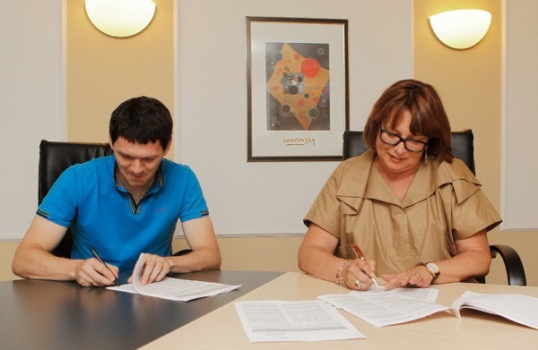 Тарас подписывает контракт с Локо