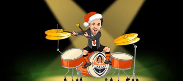 Дарио Срна играет на барабанах