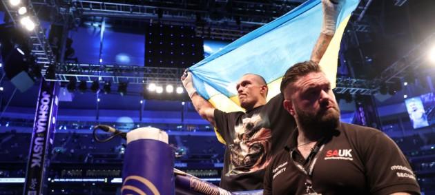 Усик cтал обладателем поясов по версии WBA, WBO, IBF И IBO