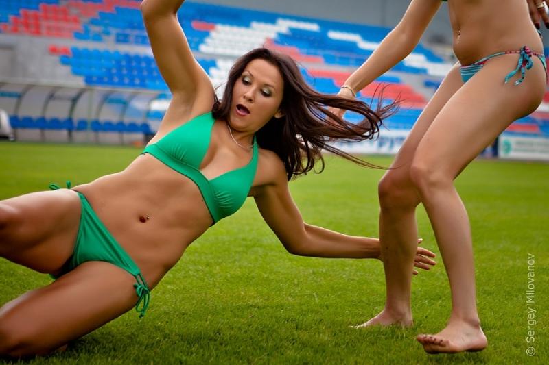 brazilskie-futbolisti-modeli-fotografii-golishom