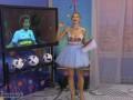 Ведущая телеканала Футбол 1 провела эфир в наряде с глубоким декольте
