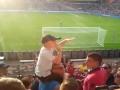 Детское счастье: Ребенок управляет толпой фанатов ПСВ