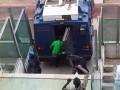 В Африке футболисты покинули матч на броневике, спасаясь от фанатов