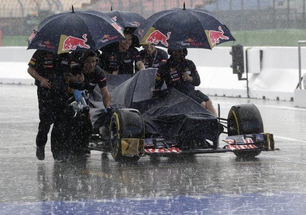 Дождь внес коррективы в гонку