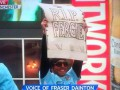 Тевес отметил победу в Чемпионате с посвященным Фергюсону плакатом, который разгневал фанатов и СМИ