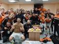 Как Шахтер праздновал выход в полуфинал Лиги Европы: Видео из раздевалки