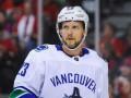 Игрок Ванкувера получил травму, жестко ударившись лицом об лед