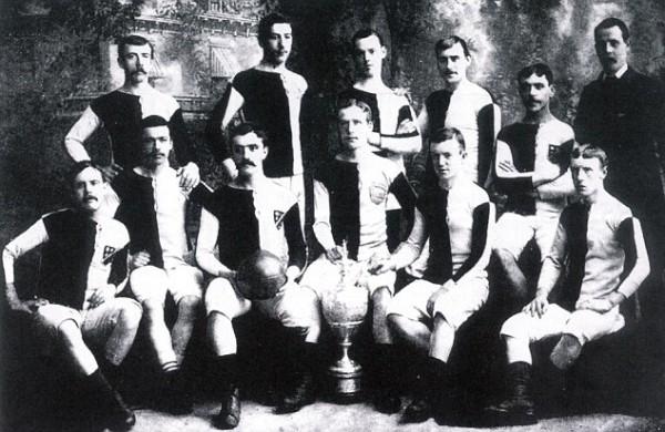 Дэвенпорт в 1883(первый ряд, второй справа)