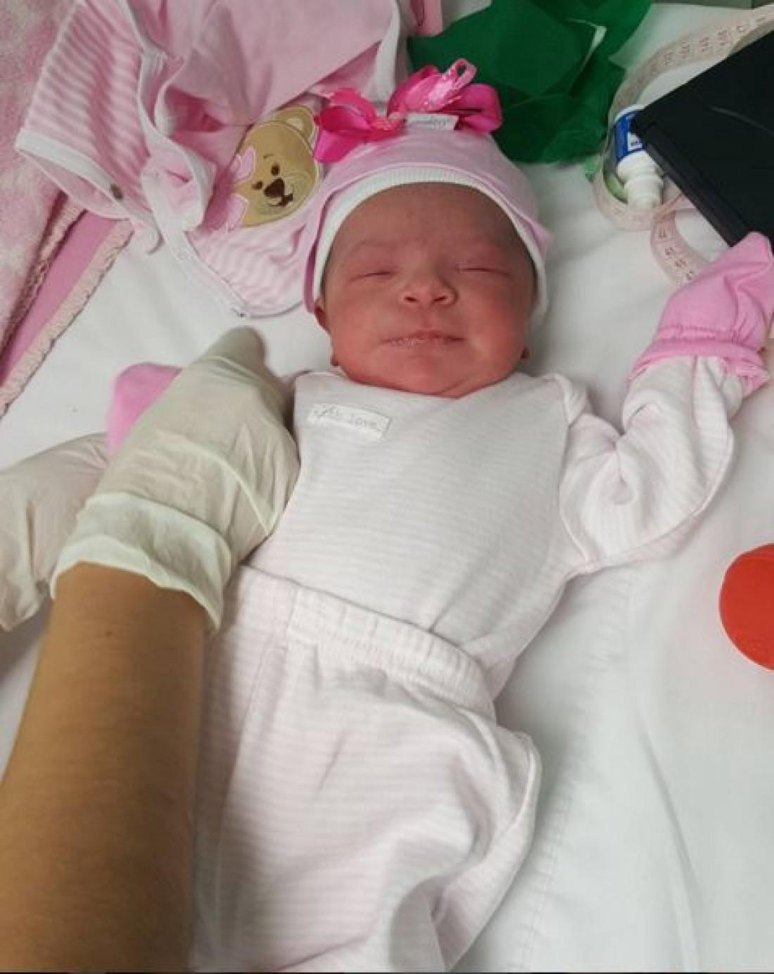 Новорожденная дочь Дерлиса Гонсалес