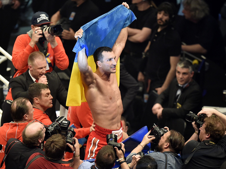 Владимир Кличко легко победил Алекса Леапаи