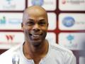 Родился в рубашке: Экс-игрок сборной Франции опоздал на смертельный рейс вертолета