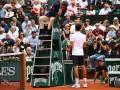 Джокович замахнулся ракеткой в сторону судьи, ругаясь на сербском
