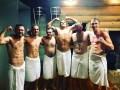 Усик сфотографировался голым в бане