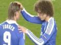 Божественная длань. Игрок Челси благословляет Торреса перед игрой
