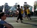 Сиртаки в Киеве. Греческая женщина танцует в фан-зоне