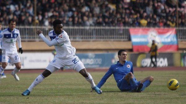 Газон в Мариуполе вызвал нарекания со стороны игроков Динамо и Юрия Семина