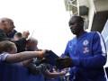 Канте познакомился с болельщиками в мечети и отправился к ним в гости играть в FIFA