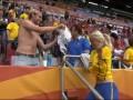 Подарок от Жозефины. Футболистка сборной Швеции обменялась футболкой с фанатом