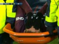 Неймара в слезах унесли с поля на носилках после полученной травмы