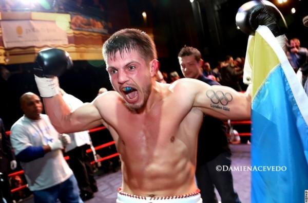 Евгений Хитров с нокаутом дебютировал на профиринге