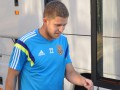 Артем Кравец разыгрывает свою футболку сборной Украины