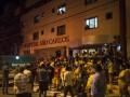 Фанаты приехали в госпиталь, чтобы поддержать травмированного Неймара (фото)