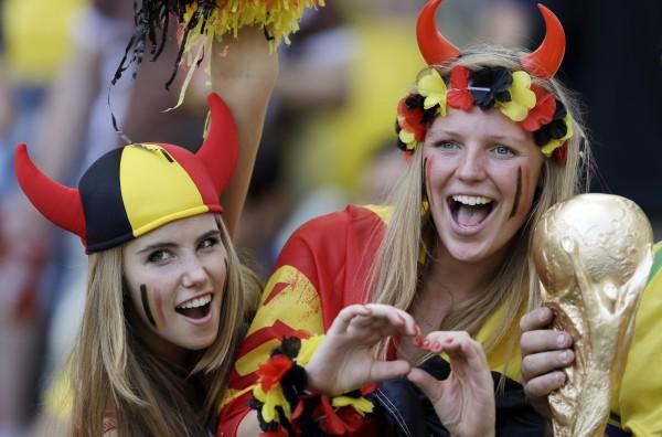 Фанатки сборной Бельгии на трибунах