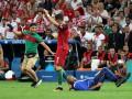 Роналду отказался от селфи с фанатом, выбежавшим на матче с Польшей