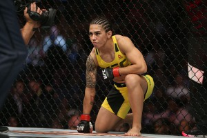 Претендентка на титул UFC Джессика Андраде женилась на своей девушке