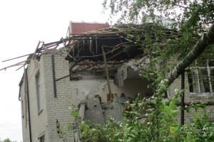 Разрушенное здание детского дома в Славянске, которое получил финансовую помощь от Металлиста