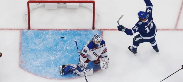 НХЛ: Тампа уничтожила Рейнджерс, Баффало в овертайме уступил Каролине