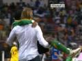 Тренер сборной Замбии отнес травмированного футболиста на поле, чтобы отпраздновать победу в Кубке Африки