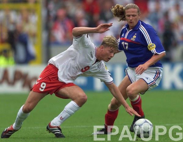 Эммануэль Пети в матче против сборной Дании