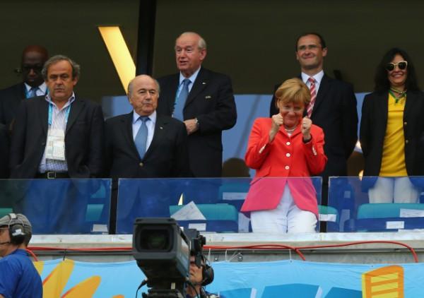 Мишель Платини, Йозеф Батлер и  Ангела Меркель во время матча Германия-Португалия