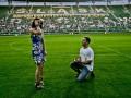 Романтика. Предложение руки и сердца на стадионе во Вроцлаве