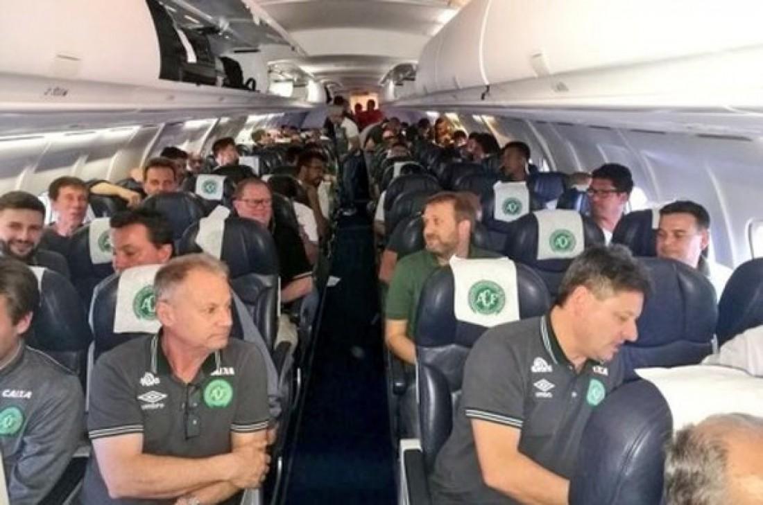 Делегация бразильской Шапекоэнсе на борту самолета