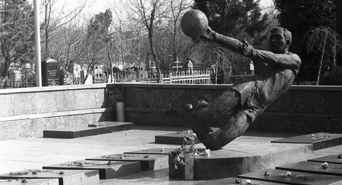 Мемориал погибшим футболистам Пахтакора