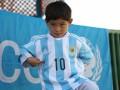 Афганский мальчик, носивший майку Месси из пакета, встретился с кумиром